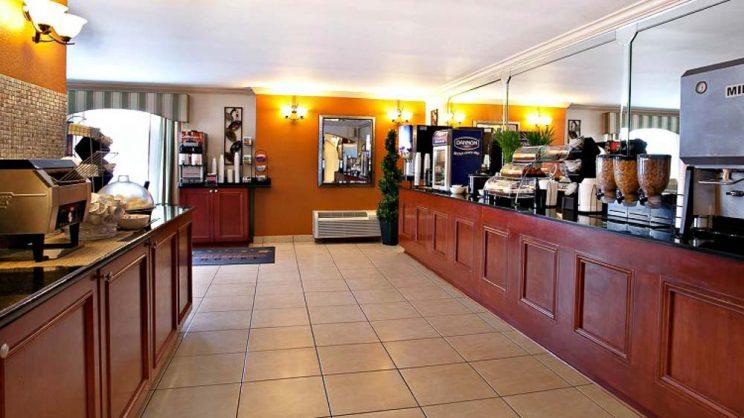 Área do café da manhã La Quinta Inn Orlando