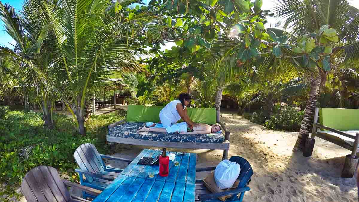 Praia dos Coqueiros - Viajar para Trancoso gastando pouco