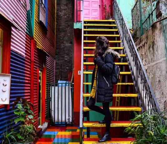 Escada Colorida na Rua Caminito, Buenos Aires
